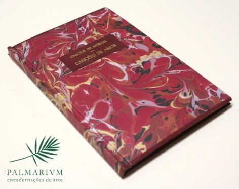 Classica - Lombada reta com papel marmorizado e detalhe em couro